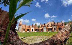 BBC:  Castelul de poveste din Transilvania . Cum descriu jurnalistii britanici locul din Valea Zanelor, de langa Sibiu