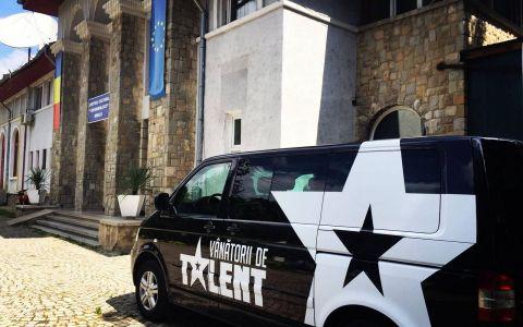 Vanatorii de Talent  strabat toata tara in cautarea unui nou castigator  Romanii au Talent . Prima oprire, Moldova