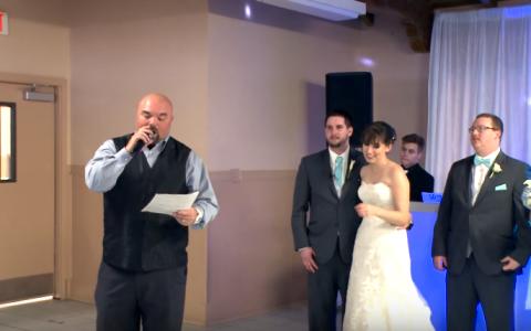 Mirele si mireasa s-au trezit cu un invitat surpriza in ziua nuntii. Momentul in care a intrat pe usa le-a dat planurile peste cap