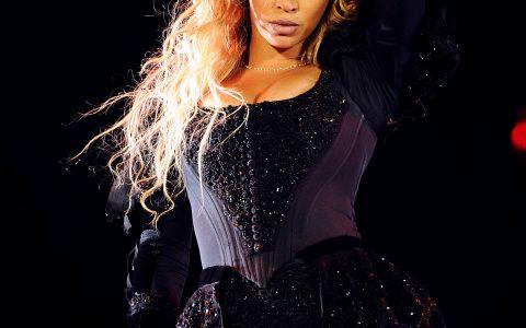 Acum e ultra cunoscuta, dar putini isi mai amintesc cum arata Beyonce cand s-a lansat in muzica. Imagini inedite cu vedeta in urma cu 16 ani