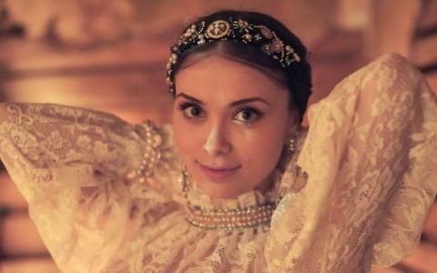 De la tarancuta amuzanta, la femeie fatala! Cat de frumoasa este Anca Dumitra, interpreta Gianinei din  Las Fierbinti  cand nu apare la TV