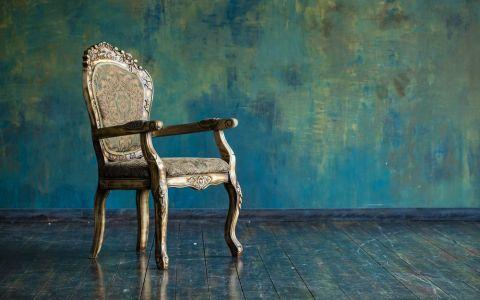 Au cumparat un scaun second-hand si l-au tinut timp de zece ani in podul casei. Nimeni nu a banuit ca poate ascunde o comoara