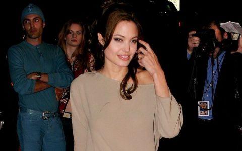 Seamana izbitor cu Angelina Jolie, insa nu acesta este motivul pentru care a devenit faimoasa. Care este ocupatia acestei tinere superbe