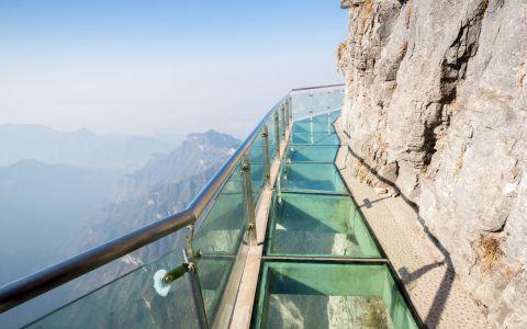 Adrenalina si senzatii extreme. Iti trebuie curaj ca sa vizitezi acest loc. Fiecare pas pe care il faci iti taie respiratia
