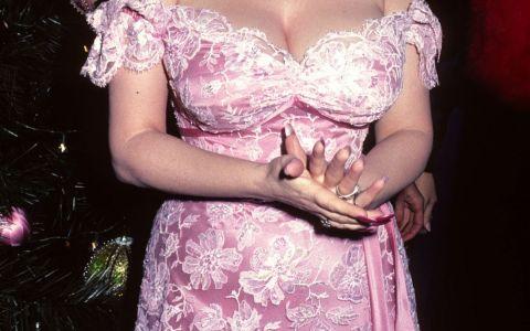 A fost celebra pentru bustul ei inainte de  era Pamela Anderson . Cum arata Dolly Parton, la 70 de ani, dupa numeroase operatii estetice
