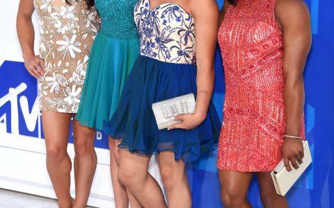 Ele au fost adevaratele vedete la MTV VMA. Celebritatile de la Hollywood, selfie-uri alaturi de campioanele olimpice la gimnastica
