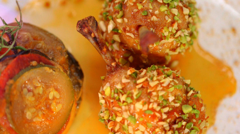 Pui Coquelet de Bretagne cu fructe oleaginoase si ratatouille de legume