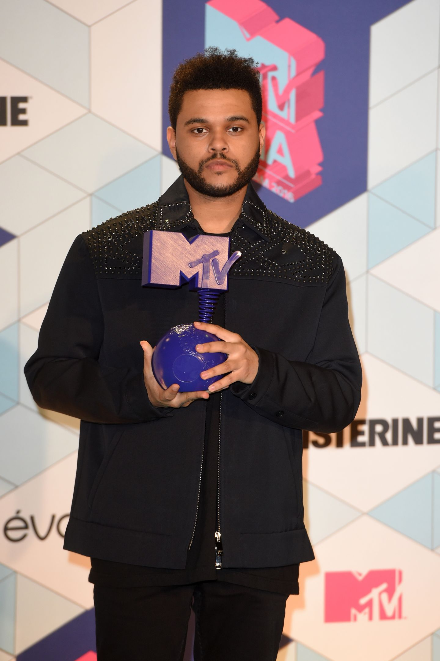 Andra a fost premiata la MTV Europe Music Awards 2016:  Va sunt recunoscatoare . Lista catigatorilor