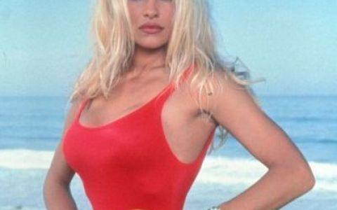 N-o sa-ti vina sa crezi cum arata Pamela Anderson in lenjerie intima, la 50 de ani