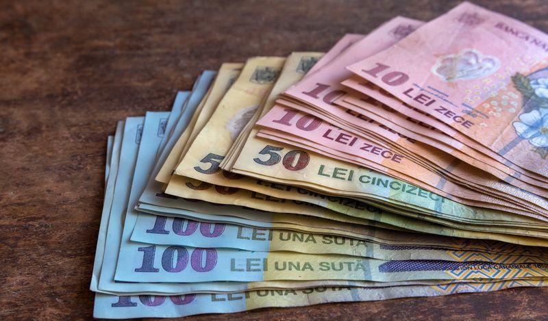 Un barbat din Galati a gasit 934 de lei pe strada si i-a inapoiat. Ce i-a transmis proprietara cand a primit vestea