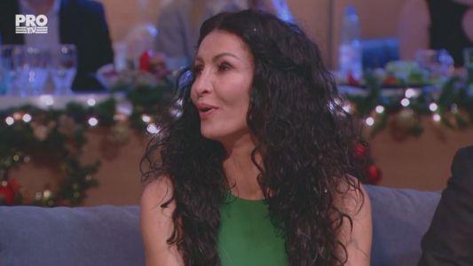 Mihaela Radulescu a imbracat o rochie verde, mulata, la rugamintea lui Bobonete