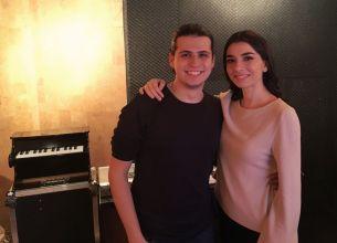 Finalistul sezonului sase Vocea Romaniei, Alex Musat, este invitatul Alexandrei Usurelu la TNB