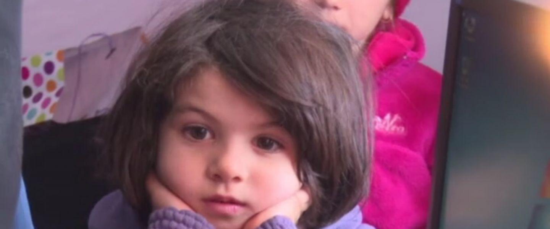 O familie cu 4 copii din Dambovita s-a trezit fara casa in pragul iernii. Cum i-a mobilizat preotul din comuna pe sateni