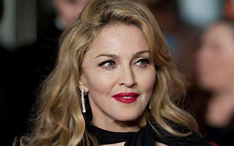 Asa mama, asa fiice! Video adorabil. Gemenele adoptate de Madonna canta un cantec de leagan