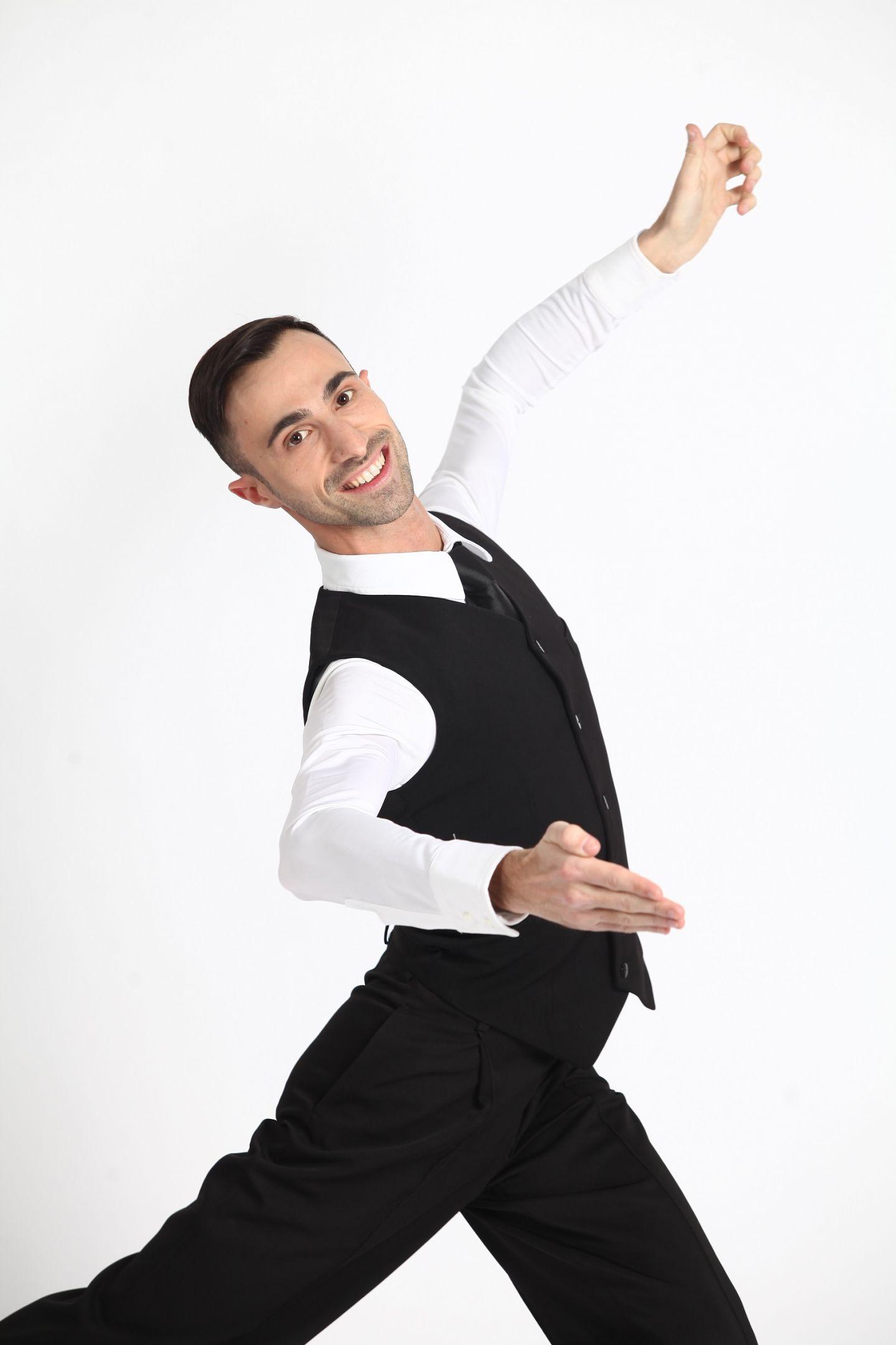 12 coregrafi carismatici se alatura celebritatilor in cea mai tare competitie de dans, Uite cine danseaza!