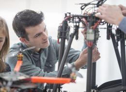 Parteneriat istoric pentru Universitatea Politehnica! Studentii vor putea urma un stagiu in inginerie aerospatiala
