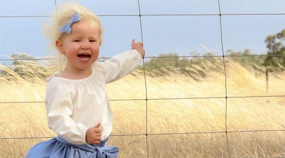 Si-a fotografiat fiica si apoi a realizat ca a fost in pericol. Detaliul pe care l-a observat dupa ce a facut poza