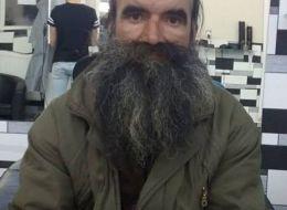 Transformarea unui om al strazii din Timisoara. A fost convins sa isi dea barba jos dupa cinci ani