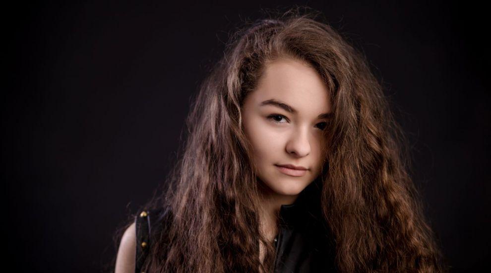 """Rebeca Neacsu a lansat primul single din cariera. Cum suna piesa """"Warrior"""" si cum arata acum adolescenta"""