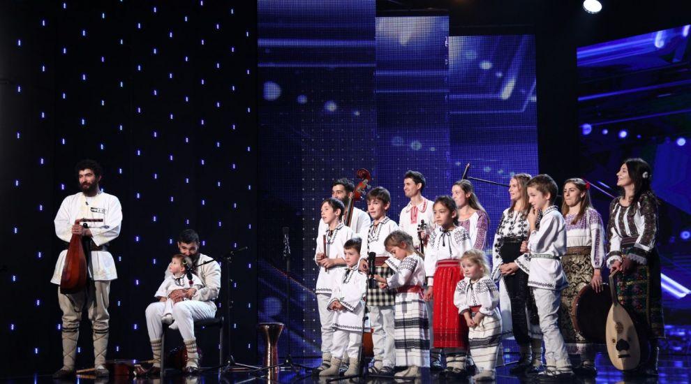 Familia Udrea prezinta in Vinerea Mare un moment care-l lasa cu lacrimi in ochi pe Florin Calinescu