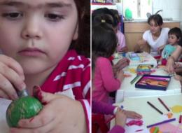 Concurs de vopsit oua, organizat de Protectia Copilului in Bacau. Cum s-au distrat copiii de la Spitalul de Pediatrie