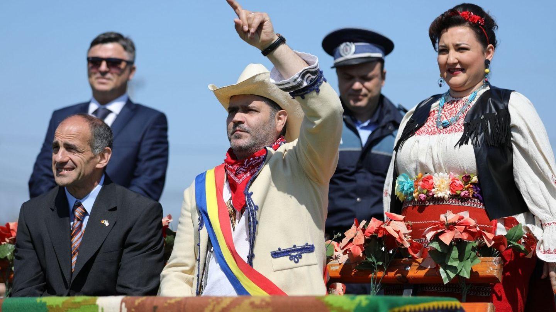 In Las Fierbinti s-a incins o mare petrecere in stil amercian... cu influente romanesti