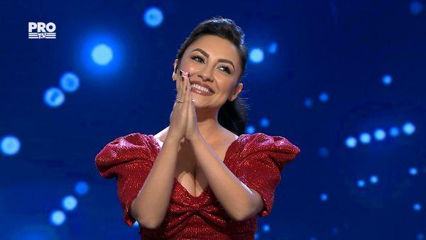 Andra, rochie rosie ca focul in Semifinala 5 Romanii au talent
