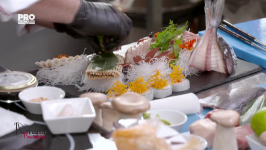 Mix platou de sushi si Vita Wagyu cu arici de mare si icre Beluga