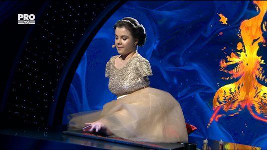 "Romanii au talent 2017 - Finala: Lorelai Mosnegutu - Interpreteaza piesa ""Rise Like a Phoenix"""