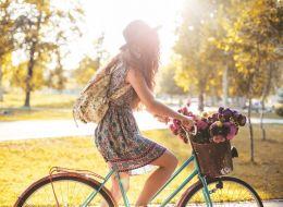 Zeci de femei din Mures au pedalat pe strazi in tinute elegante, pe biciclete impodobite. Care a fost scopul
