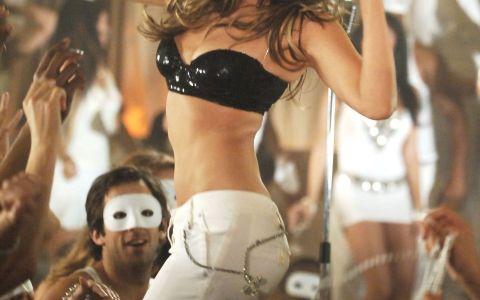 Thalia, in bikini la 45 de ani! Cum arata vedeta despre care se spune ca si-a scos doua coaste ca sa arate impecabil