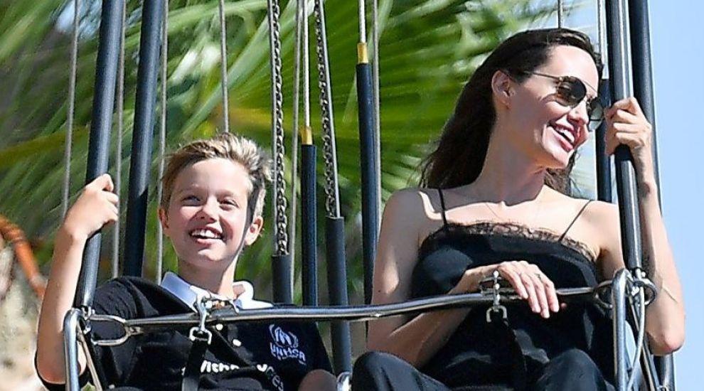Shiloh, fiica mai mare a Angelinei Jolie, se simte mai bine ca baiat. Cum arata in cele mai noi imagini, la 11 ani