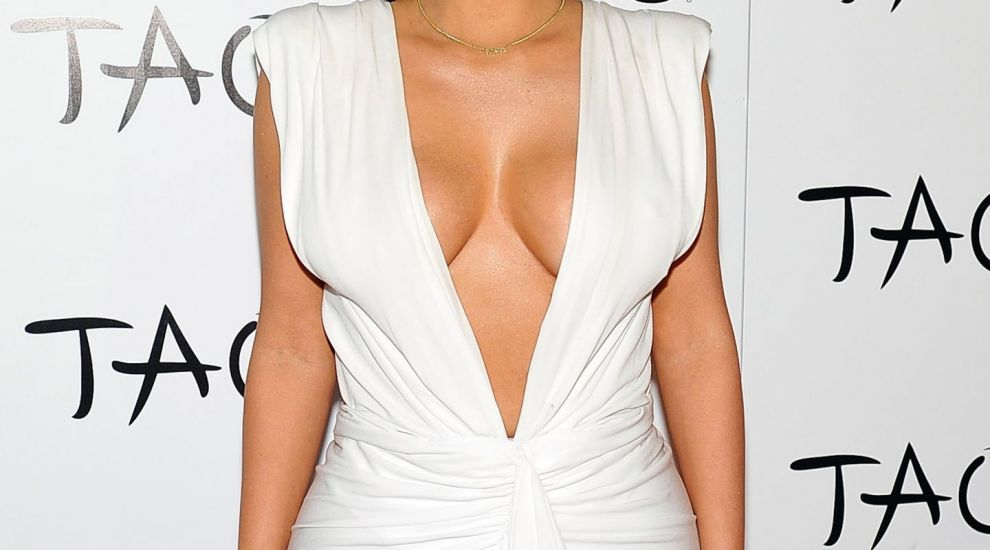 Eroare de alimentatie sau de Photoshop? Talia lui Kim Kardashian nu a fost niciodata mai subtire! Cum arata acum