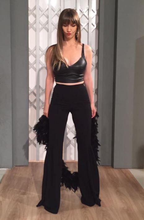 Adela Popescu, poza in costumul de baie preferat al vedetelor de la Hollywood. Imaginea a primit numai laude