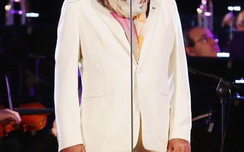 Andrea Bocelli, surprins la plaja alaturi de sotia cu 25 de ani mai tanara! Cat de frumoasa e femeia care l-a cucerit