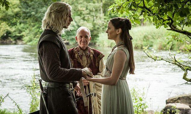 Cum arata in realitate actorul care joaca rolul lui Rhaegar Targaryen in Game of Thrones. Fanele sunt incantate!