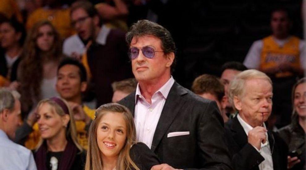 Sistine Stallone, in lenjerie intima. Cum se pozeaza fiica 19 de ani a lui Sylverster Stallone