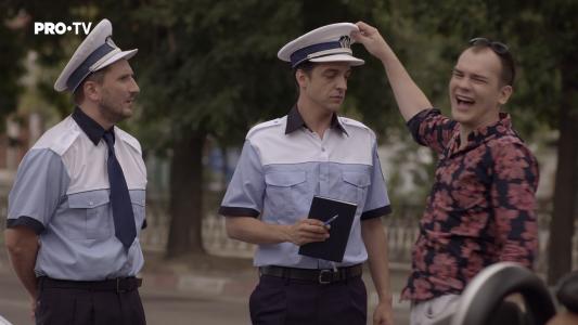 """Ce se intampla dupa ce un baiat de """"bani gata"""" e oprit in trafic de Politie :) VIDEO"""