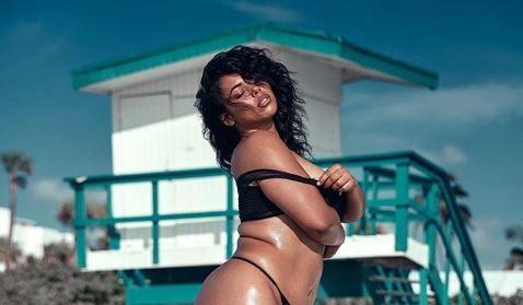 Nu are nici pe departe dimeniunile ideale, dar s-a pozat in lengerie intima, precum modele Victoria s Secret