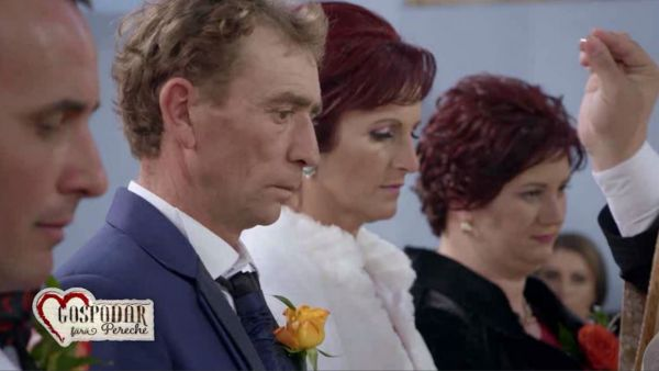 Marin si aleasa lui au avut parte de o slujba slujba emotionanta in biserica