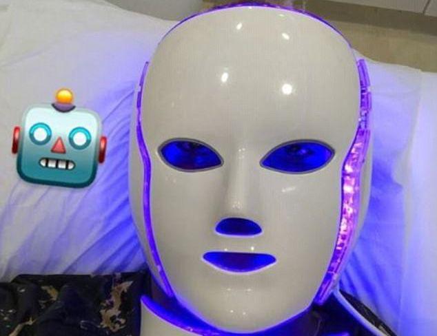 Nu, nu este un robot! Este cea mai noua tehnologie de infrumusetare. Ce se intampla dupa ce porti aceasta masca