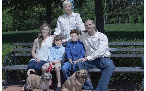 Au apelat la un profesionist pentru a realiza cateva fotografii de familie, iar imaginile au ajuns virale