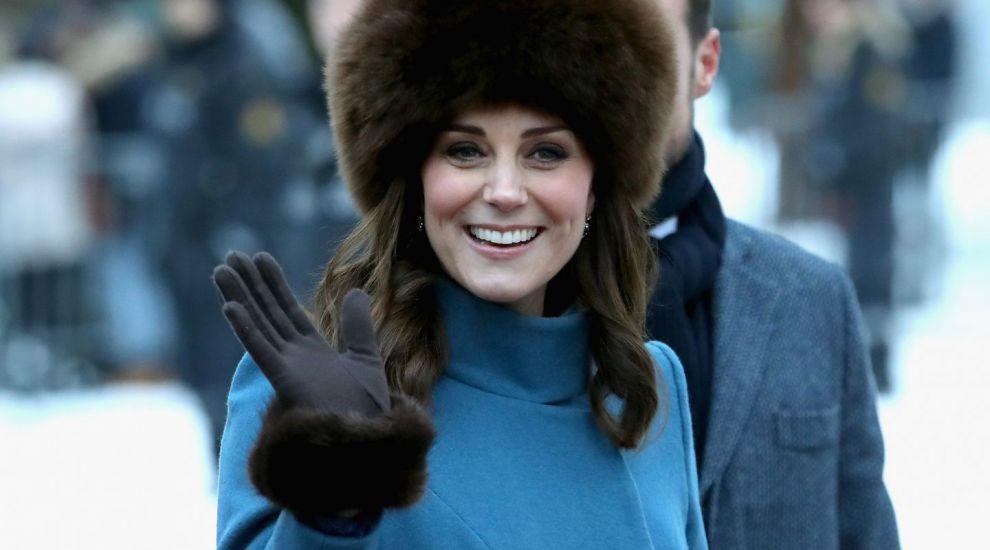 De ce Kate Middleton nu are voie sa isi dea jos paltonul in public