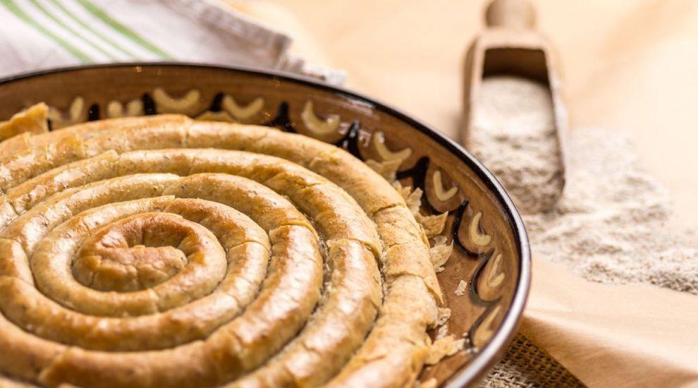 """Targul in care produsele traditionale sunt epuizate dupa 2 ore: """"Nu pun nevasta la gatit, copilul e sanatos"""""""