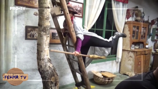 Cum se distreaza Rona cand da cu matura, numai ea stie :)). Iata un nou mod amuzant sa te distrezi atunci cand faci curat