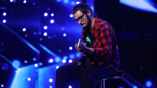 Romanii au talent 2018: Alexandru Manole - Canta la chitara electrica