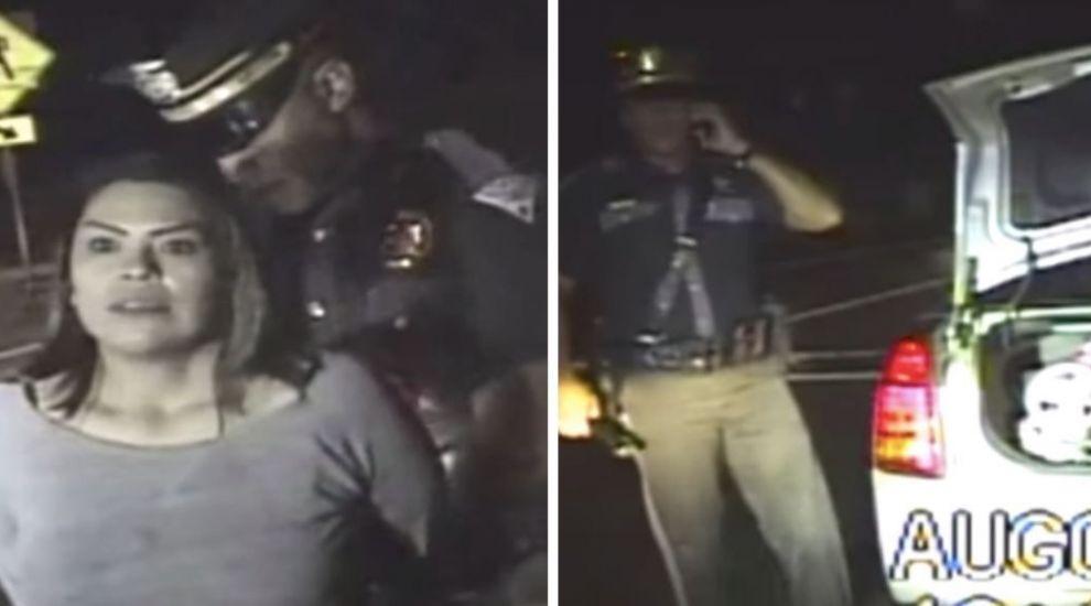 Un politist a izbucnit in lacrimi dupa ce a inspectat portbagajul unei femei in stare de ebrietate
