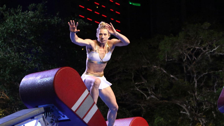 Cine este femeia care s-a aflat cel mai aproape de trofeul American Ninja Warrior. I se spune Femeia Fantastică