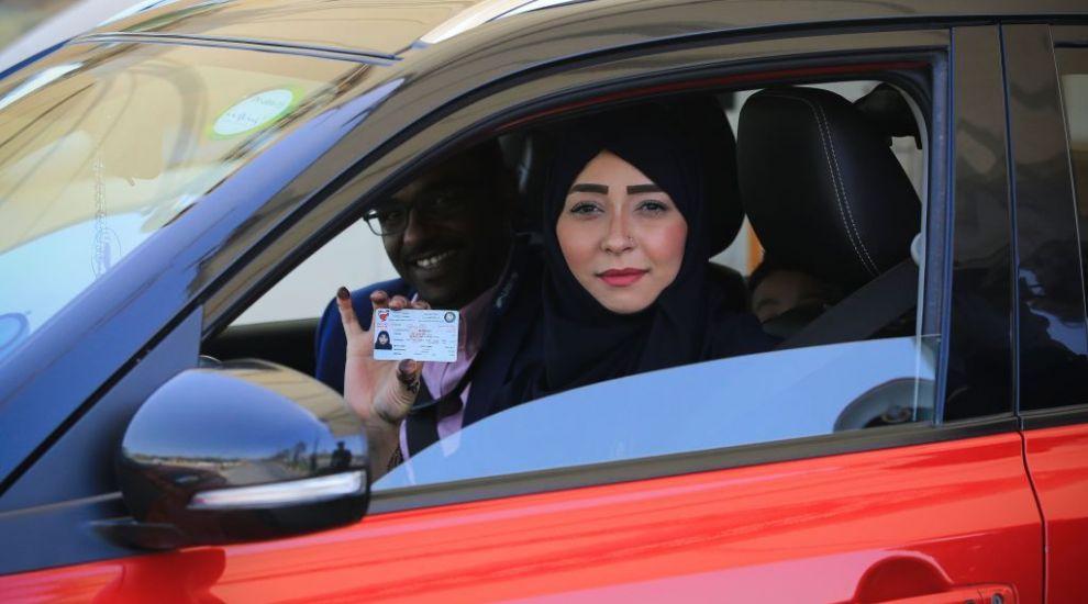 Prima dată la volan în țara lor. Reacția femeilor celebre din Arabia Saudită după ce au primit permisiunea să conducă