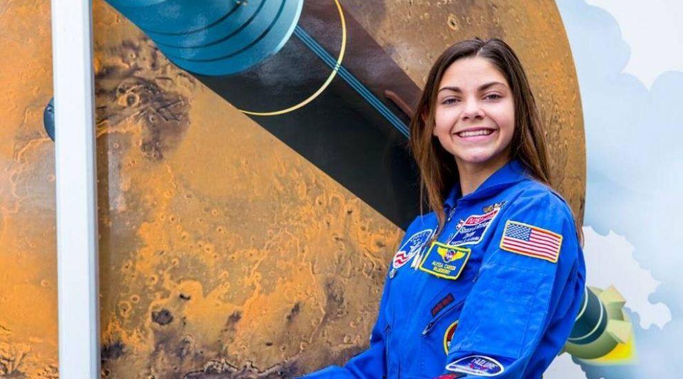 Forget Kim Kardashian! Cea mai tare fată din lume lucrează pentru NASA și are doar 17 ani